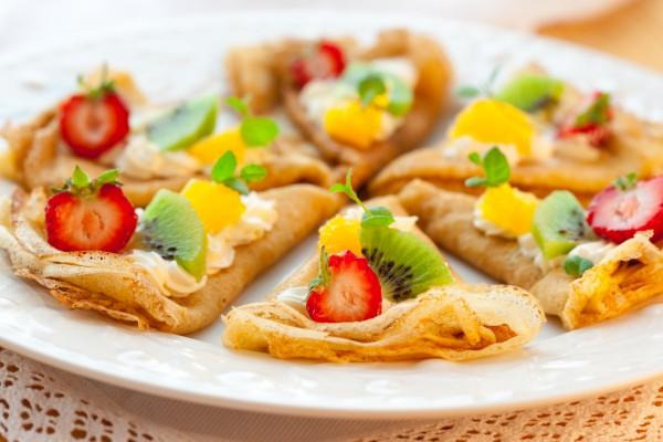Рецепт                  Тонкие блинчики с фруктами и кремом