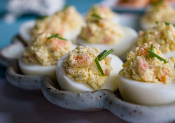 Рецепт                  Фаршированные яйца с копченым лососем