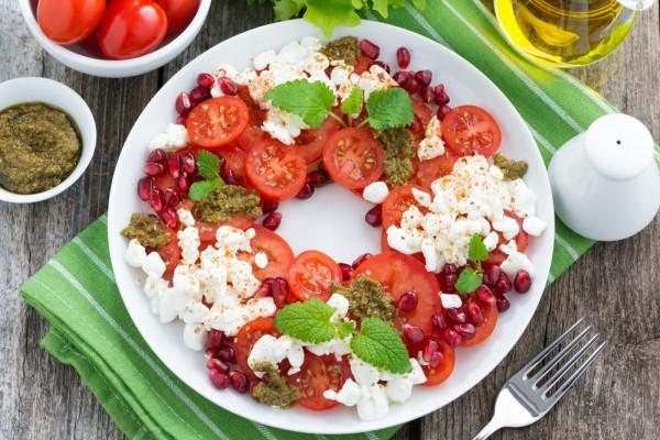 Рецепт                  Осенний салат из помидоров с зернами граната