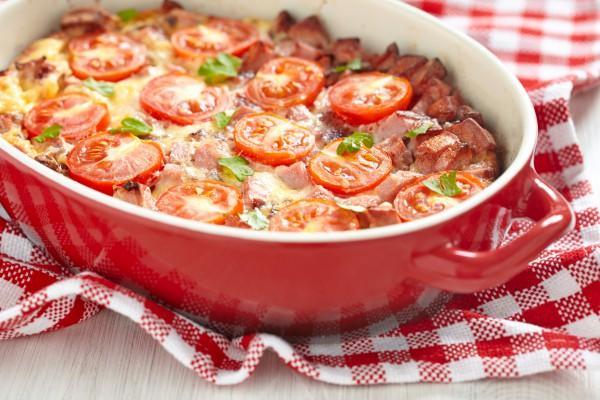 Рецепт                  Яичная запеканка с сосисками и помидорами