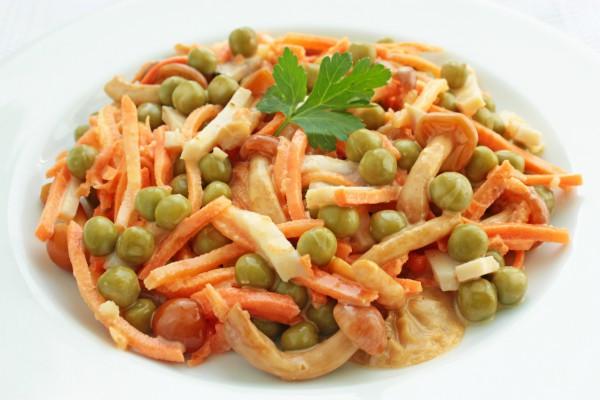 Рецепт                  Салат из корейской моркови с грибами и ветчиной