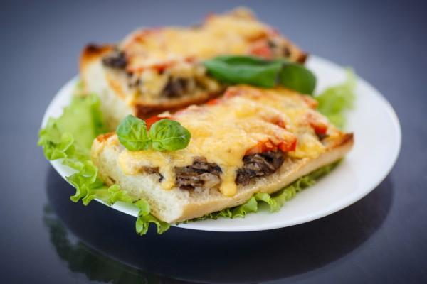 Рецепт                  Горячие бутерброды с грибами и помидорами