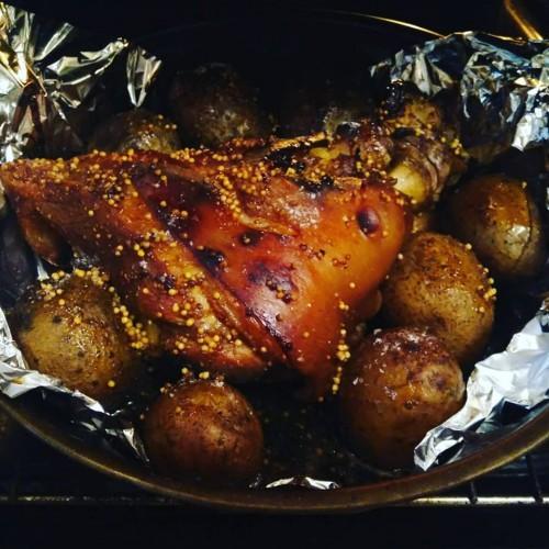Рецепт запечённой свиной рульки от ведущей СТБ Татьяны Высоцкой