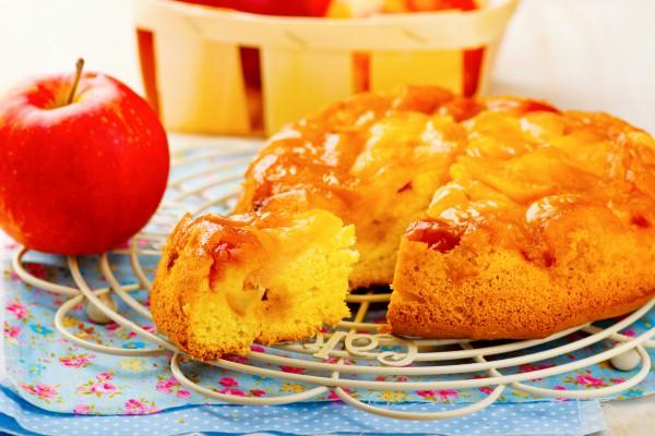 Рецепт                  Шарлотка с яблоками и карамелью