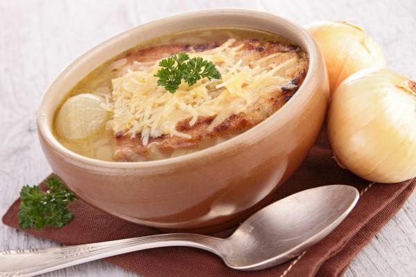 Рецепт                  Луковый суп с гренками и сыром
