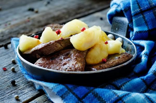 Рецепт                  Печень с яблоками и луком