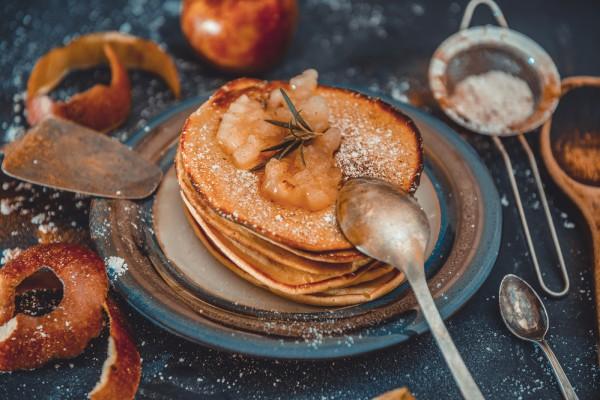 Рецепт                  Творожные оладьи с яблоками