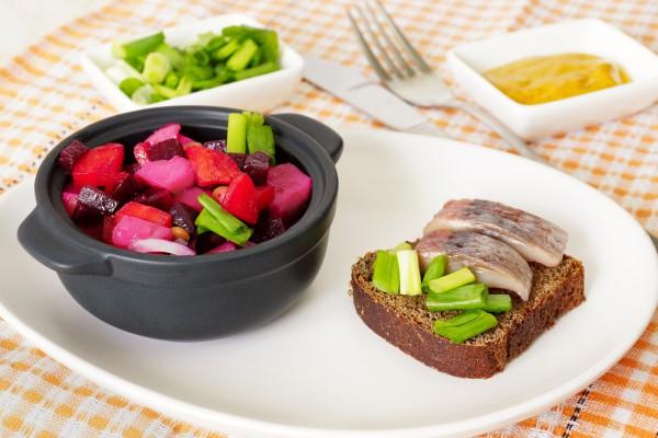Рецепт                  Винегрет с сельдью и квашеной капустой