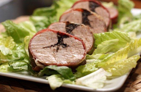 Рецепт                  Запеченная свинина с чесноком и маслинами
