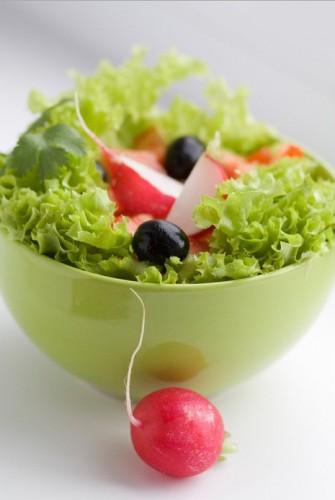 Рецепт                  Зеленый салат с редисом и маслинами