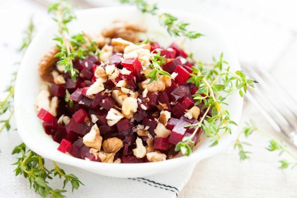 Рецепт                  Постный салат из свеклы с грецкими орехами