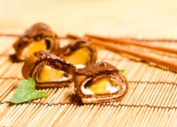 Рецепт                  Шоколадные блинные роллы с персиками