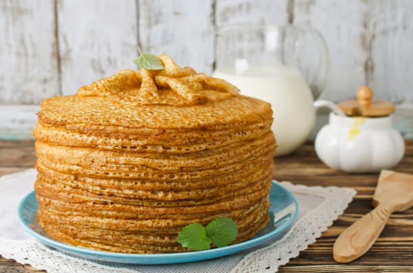 Рецепт                  Дрожжевые блины на кефире