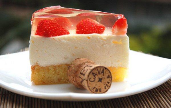 Рецепт                  Бисквитный торт с клубникой