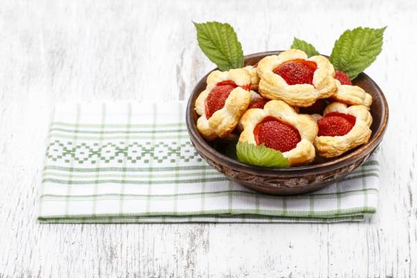 Рецепт                  Пирожные Цветочки к 8 марта