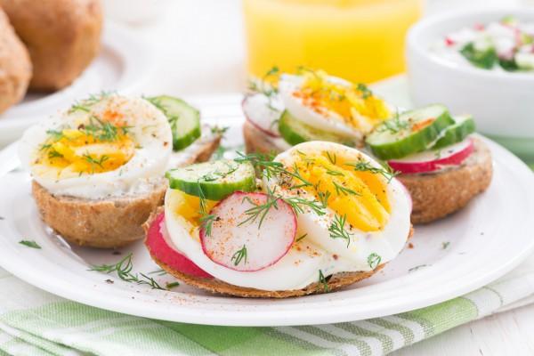 Рецепт                  Весенний завтрак: Бутерброды с редисом и яйцом