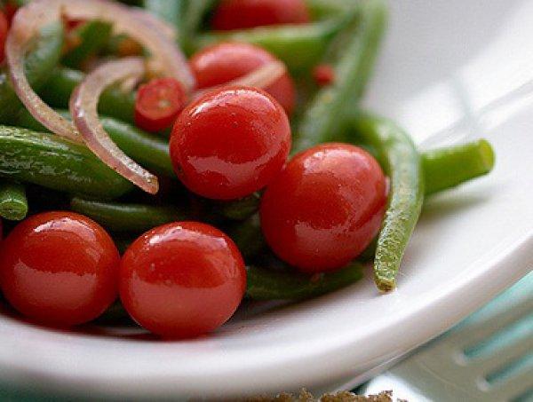 Рецепт                  Салат из стручковой фасоли с помидорами-черри