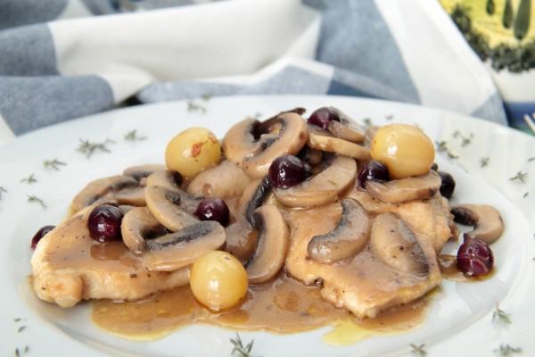 Рецепт                  Свинина с грибами и виноградом